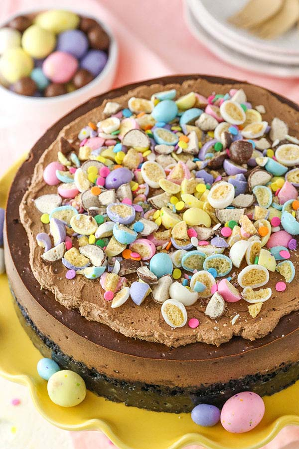 Malted Easter Egg Chocolate Cheesecake #Easter #desserts #recipes #trendypins
