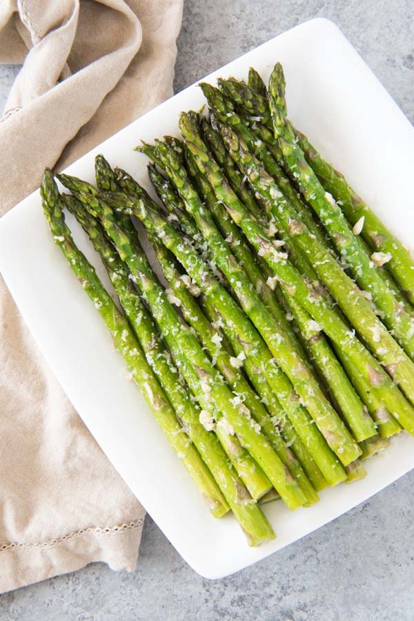 Oven Roasted Asparagus with Garlic, Parmesan & Lemon #Easter #dinner #recipes #trendypins