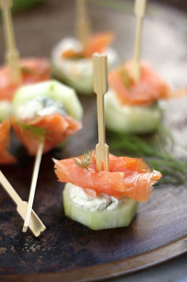 Smoked Salmon and Cream Cheese Cucumber Bites #Easter #dinner #recipes #trendypins