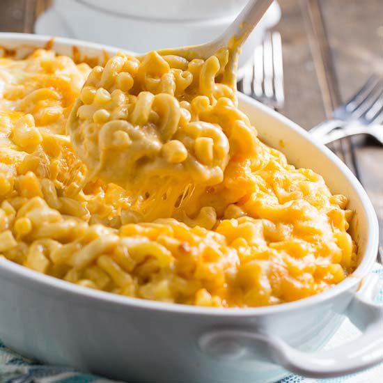 Super Creamy Mac and Cheese #Easter #dinner #recipes #trendypins