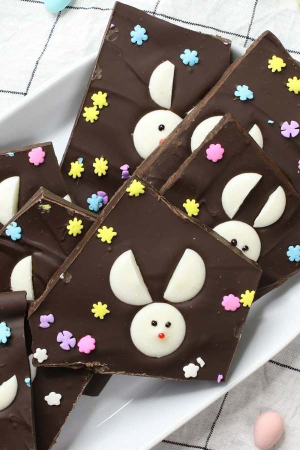 Super Easy Easter Bunny Chocolate Bark #Easter #treats #recipes #trendypins
