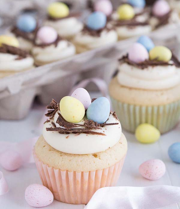White Chocolate Easter Egg Cupcakes #Easter #treats #recipes #trendypins