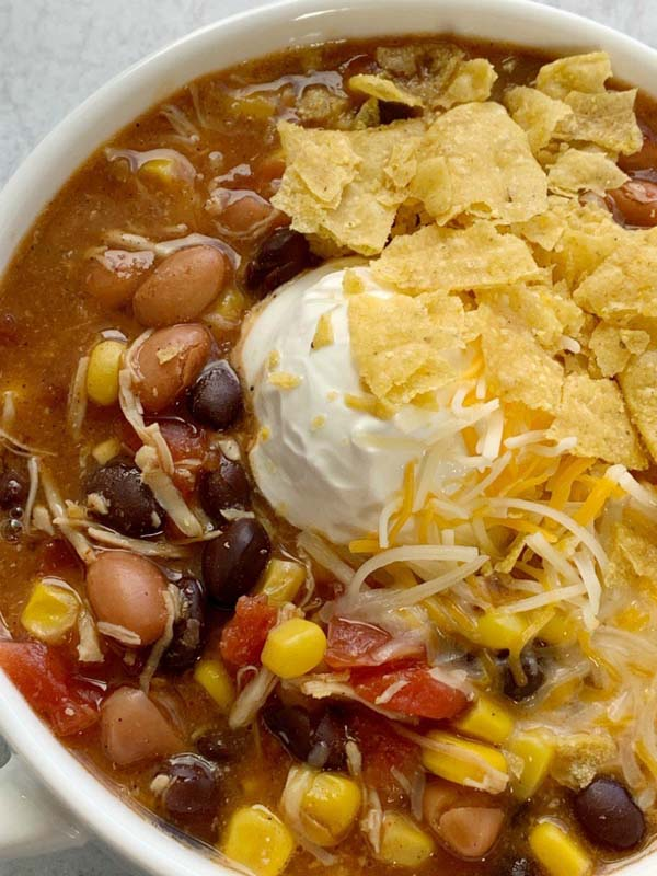 7 Can Chicken Taco Soup #meal #pantry #plan #trendypins