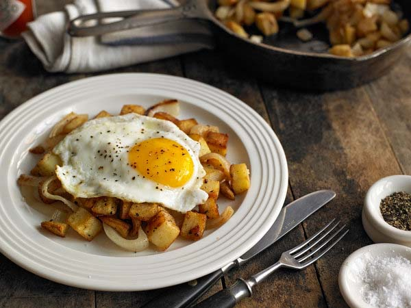 Potato Hash With a Fried Egg #pantry #staple #recipes #trendypins
