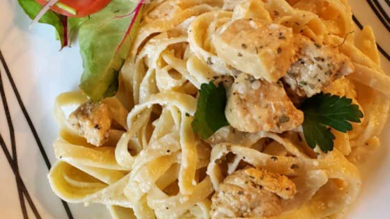 To Die for Fettuccine Alfredo #pantry #staple #recipes #trendypins