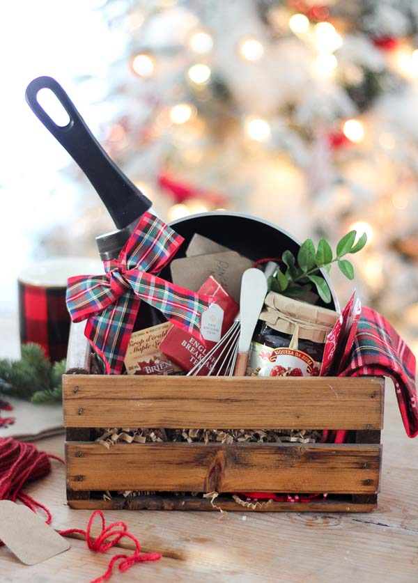 Christmas Breakfast Hostess Gift Basket #Christmas #food #gifts #trendypins