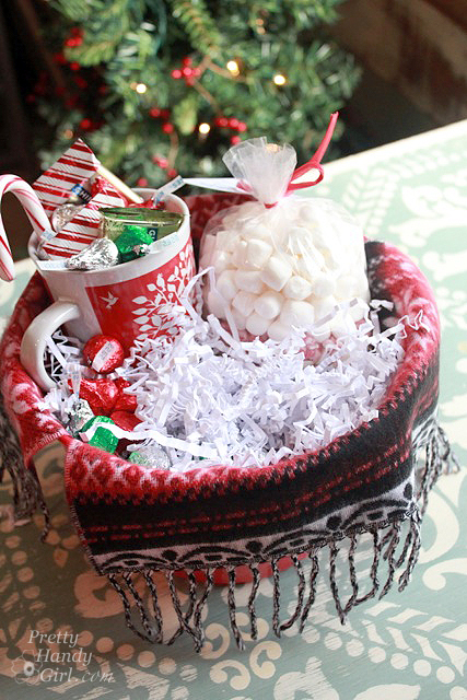 Christmas Chocolate Gift Basket #Christmas #food #gifts #trendypins