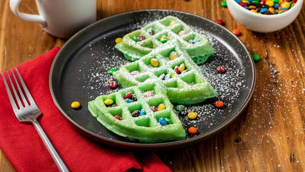 Christmas Tree Waffles #Christmas #breakfast #recipes #trendypins