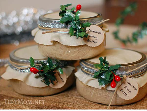 Cinnamon Honey Butter Gifts in a Jar #Christmas #food #gifts #trendypins
