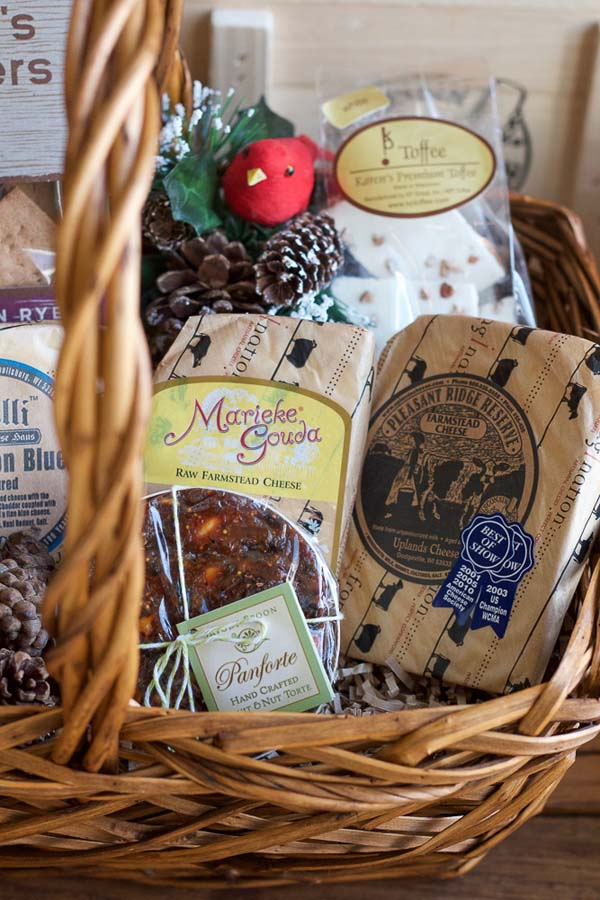 DIY Food Gift Basket #Christmas #food #gifts #trendypins
