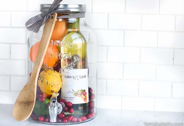 DIY Sangria Gift Idea #Christmas #food #gifts #trendypins