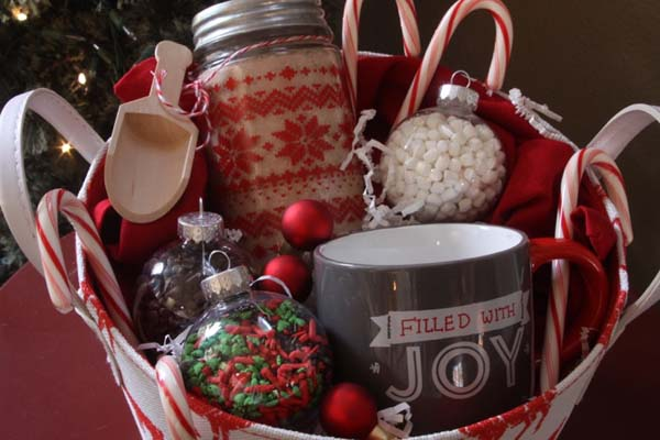 Hot Cocoa Gift Basket #Christmas #food #gifts #trendypins