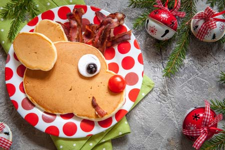 Rudolph the Red Nose Reindeer Pancakes #Christmas #breakfast #recipes #trendypins