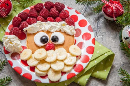 Santa Pancakes with Fruits #Christmas #breakfast #recipes #trendypins