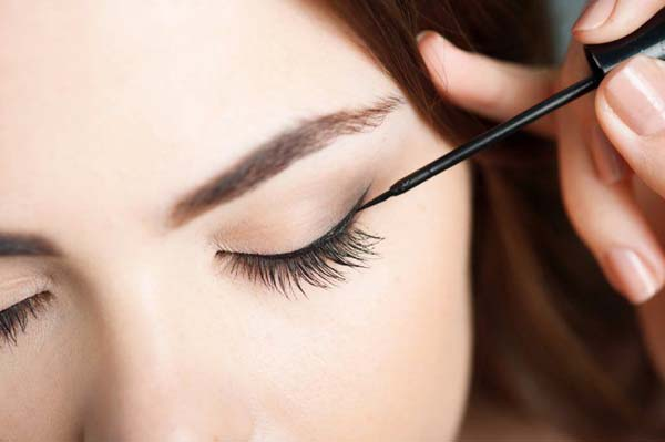 How To Use Eyeliner Brush #makeup #beauty #trendypins