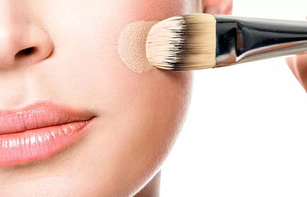 How To Use Foundation Brush #makeup #beauty #trendypins
